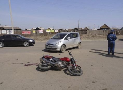 """В Бурятии подросток на мотоцикле столкнулся с """"Тойотой"""""""