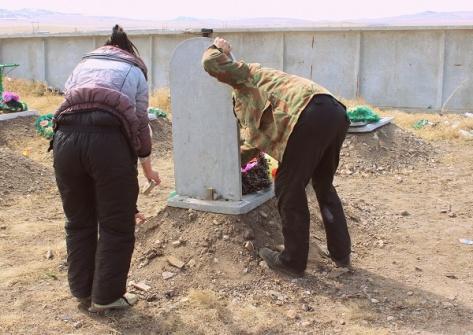 В Бурятии вандалы осквернили около 50 могил