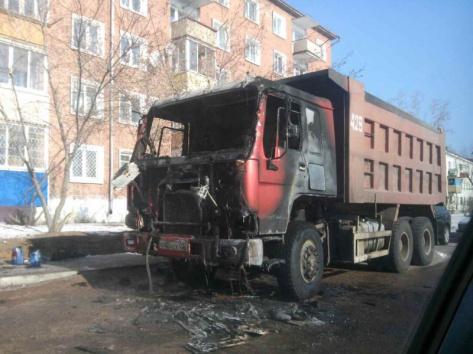 В Улан-Удэ прямо на дороге загорелся самосвал