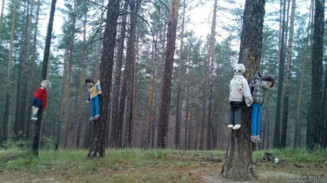 """""""Повешенные"""" куклы в 117 квартале Улан-Удэ стали известны на федеральном уровне"""
