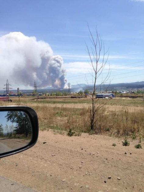 Под Улан-Удэ лес объят пламенем