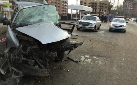В Улан-Удэ на скользкой дороге в ДТП погибли трое