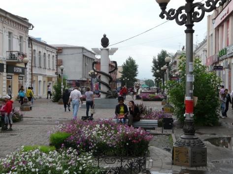 Улица Ленина: пешеходная цветущая улица