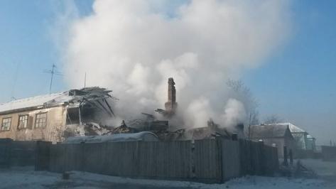 """В Улан-Удэ горел дом в микрорайоне """"Мясокомбинат"""""""