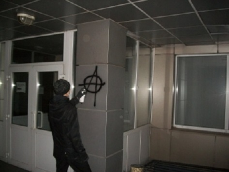 Рисовавших лозунги против власти вандалистов задержали в Бурятии