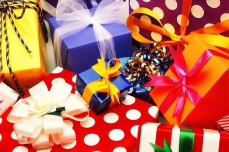 В Бурятии детдомам вручили 94 коробки с новогодними подарками