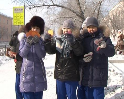 В Улан-Удэ автомобилистов поздравили с Днем святого Валентина
