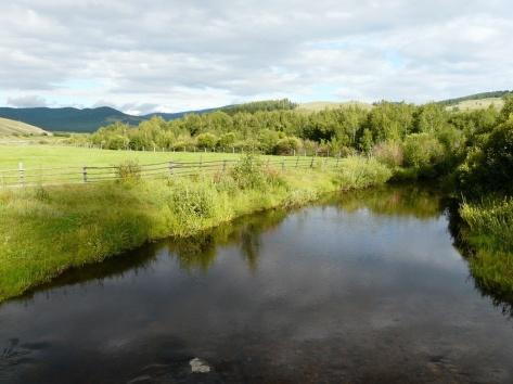 Небольшая речка в плодородной Баргузинской долине