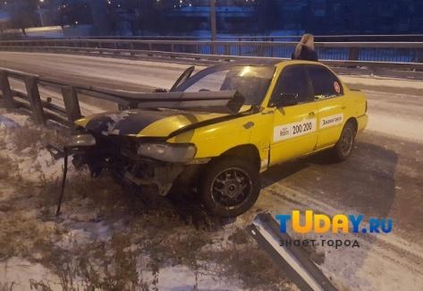 """В Улан-Удэ в ДТП с такси """"Максим"""" пострадал пассажир"""