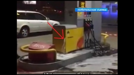 На АЗС Роснефть бензиновый фонтан бил из под земли в Улан-Удэ