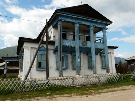 Иллюстрация финансового кризиса (старый банк в п. Баргузин)