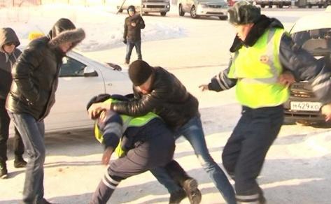 Напавшему на сотрудников ГИБДД улан-удэнцу грозит до 5 лет тюрьмы