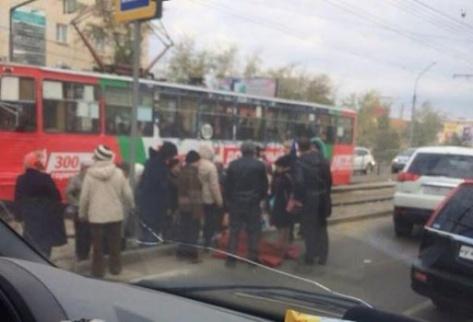 """Девочка сбитая на """"Республиканской больнице"""" в Улан-Удэ стала самостоятельно дышать"""