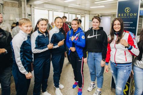 Дарима Сандакова (третья слева) пропустит ЧМ по боксу / пресс-служба Дирекции ЧМ-2019