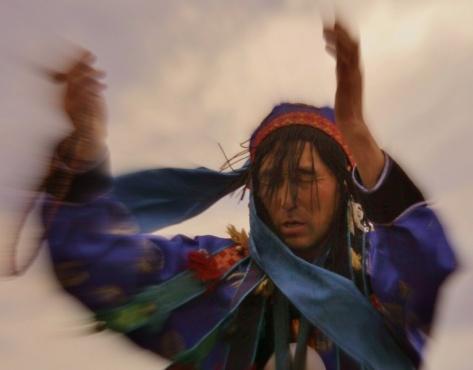 Бурятские шаманы проводят зимние обряды