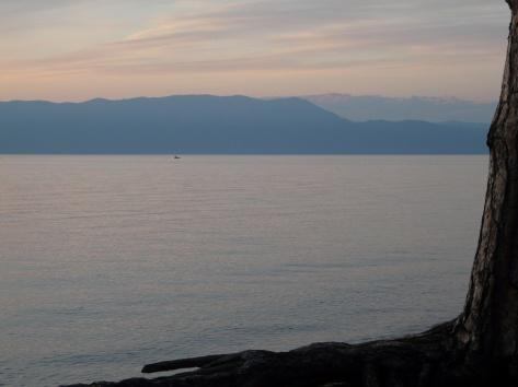 Ламартинский закат на озере