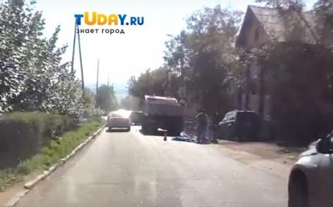 В Улан-Удэ мужчина совершил суицид под колесами КАМАЗа (ВИДЕО)