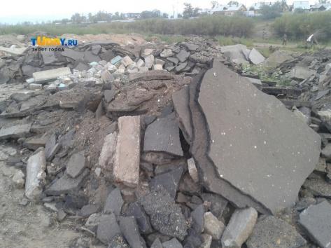 В Улан-Удэ на острове свалили дорожно-строительный мусор (ВИДЕО)