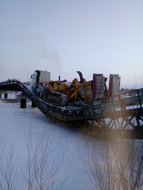 В Бурятии рухнул мост под тяжелой техникой (ФОТО)