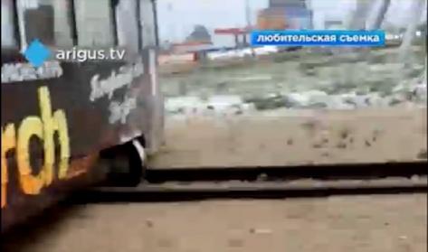 """В Улан-Удэ трамвай сошел с рельс на """"кольце"""" 20А квартала"""