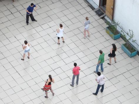 Молодежь танцует сальсу