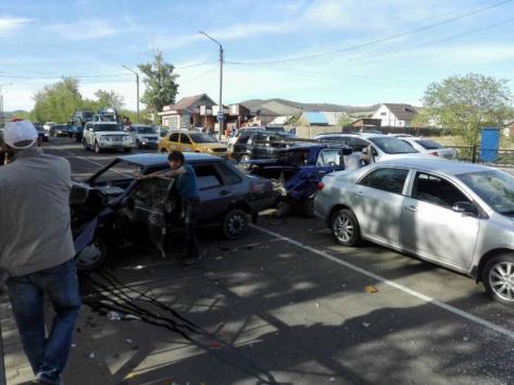 В Улан-Удэ из-за ДТП с четырьмя автомобилями образовалась огромная пробка