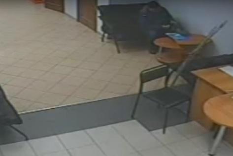 В Улан-Удэ в банке украли 10 тысяч долларов (ВИДЕО)