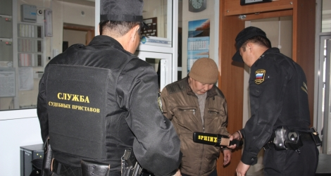 Свыше тысячи запрещенных предметов пытались пронести в суды жители Бурятии