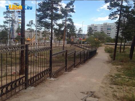 """Недореконструированный парк """"Юбилейный"""" в Улан-Удэ полностью закрыт для посещения"""