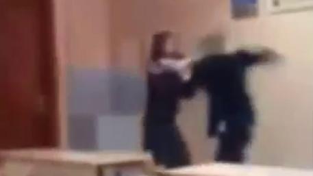 Избиением школьницы в лицее Иркутска занялся следственный комитет (ВИДЕО)