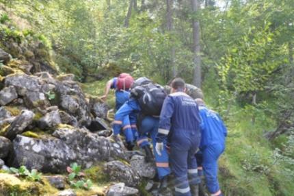 В Бурятии спасатели вывели из леса заблудившегося сборщика дикоросов
