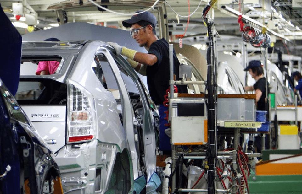 Каждый новый директор Тойоты совершенствовал процесс сборки, пока Фордовцы стояли на месте: как японские машины победили американцев на их же земле
