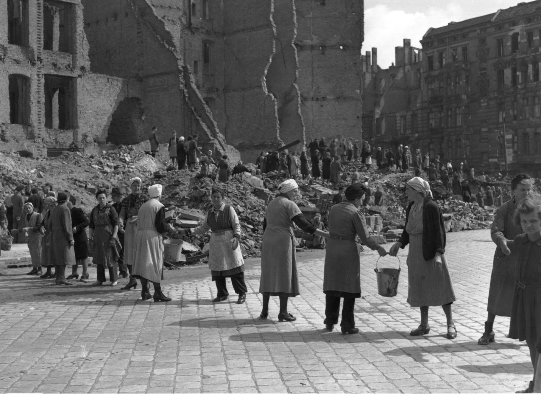 Что представляли из себя немецкие города сразу после войны: 15 редких фото послевоенной Германии