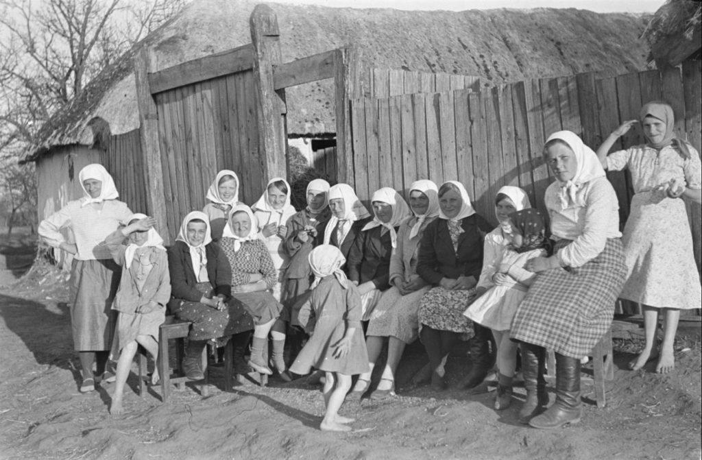 10 фото обычной советской жизни в тылу, глядя на которые и не скажешь, что Великая Отечественная в самом разгаре