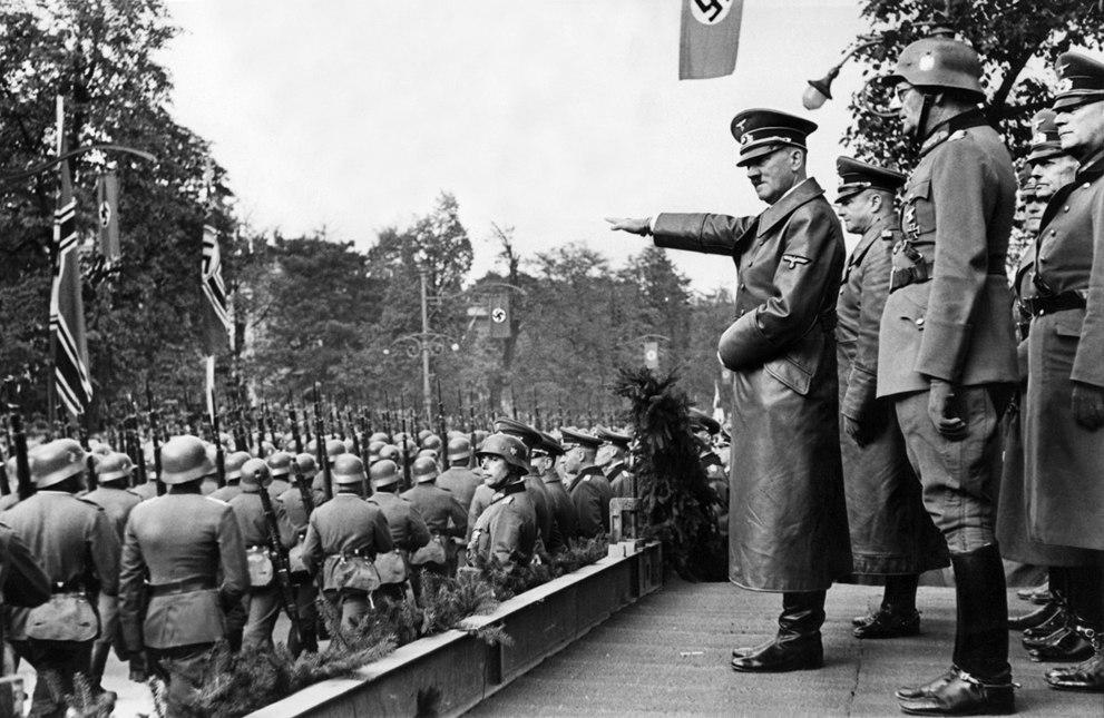 Как выглядела Германия в 30-е годы, когда к власти пришел Гитлер: 21 редкое фото