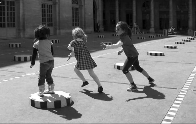 Играли в догонялки, радовались куклам и танчикам, ходили на турники и шахматы: 21 фото как жили дети в СССР без телефона и компьютера