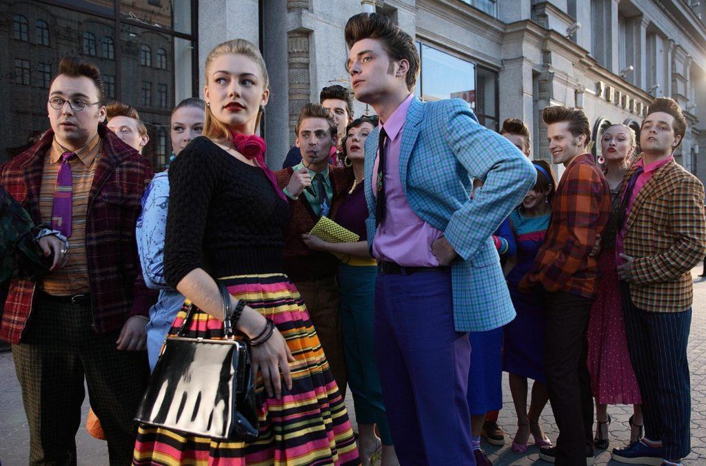 Пышные платья в горошек, джинсы-варенки и даже легинсы: 21 фото трендов советской моды в 1950-1990ые, от которой все равно веяло дефицитом