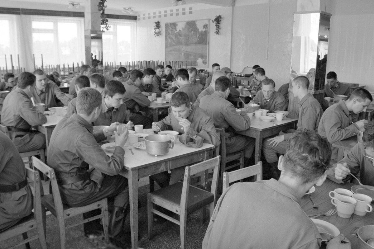 Не понимаю по чему тут ностальгировать: смотрю на фото и вспоминаю чем кормили в армии при СССР