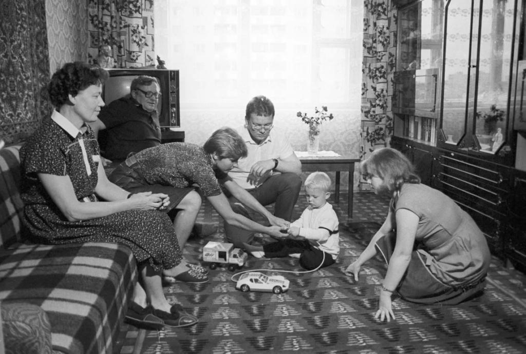 Квартира, дача, машина - советский идеал 60-80х: почему именно об этих вещах мечтали простые люди в СССР