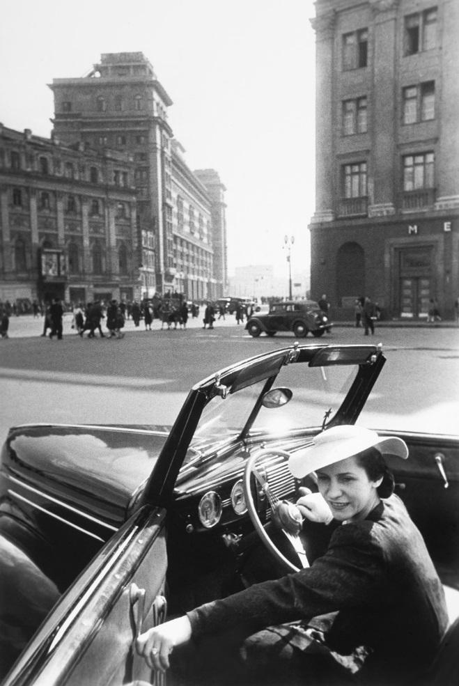 """Откуда в СССР брали иномарки, если даже за обычными """"жигулями"""" и """"москвичами"""" стояли в очередях годами"""