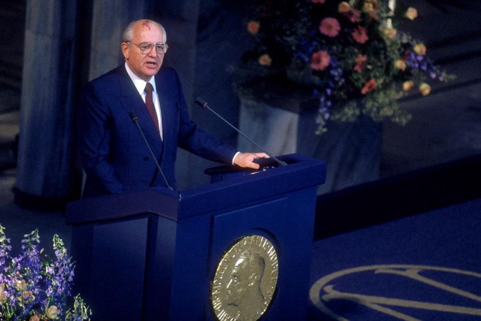 Рассказываю за что Горбачеву дали Нобелевскую премию мира, хотя старшее поколение считает, что он «развалил страну»