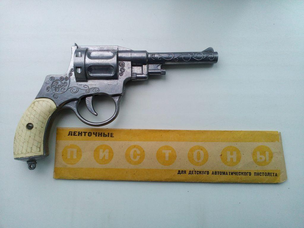 """""""Пугачи"""" на пистонах и пульковые пистолетики, которые по грохоту не уступали настоящему оружию: 11 фото суровых игрушек советских детей"""