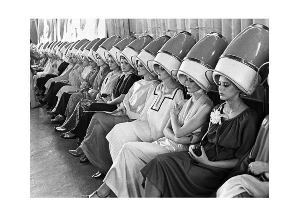 Сделали по шаблону – радуйся, нравится тебе или нет, два рубля в кассу: как выглядели советские салоны красоты и что там могли сделать