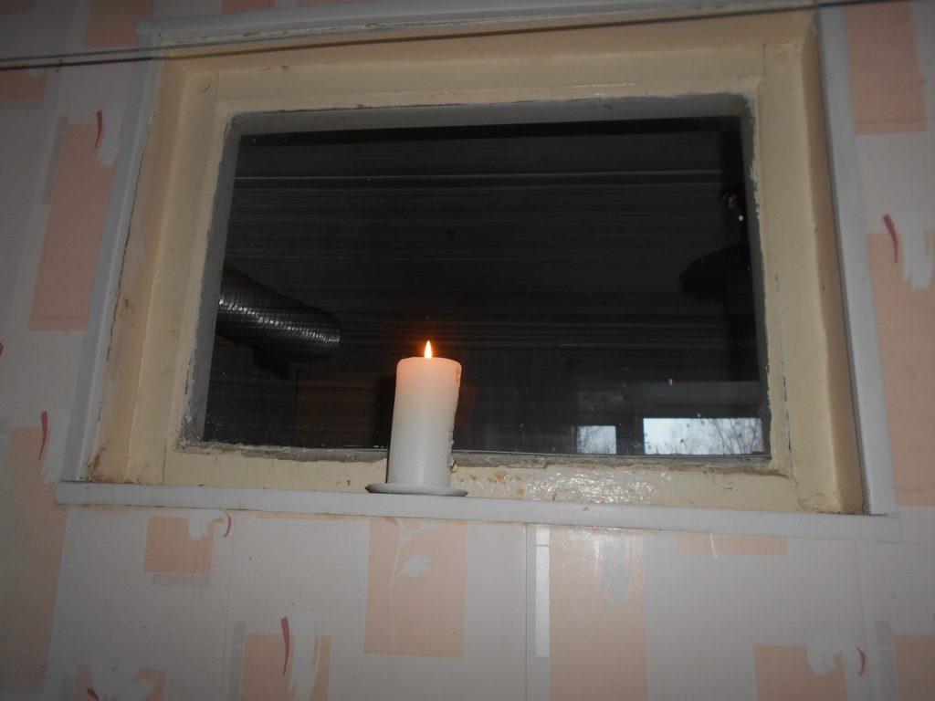 Почему в старых домах двери открываются во внутрь и зачем нужно было глухое окно между кухней и ванной: разбираю странности советских норм строительства