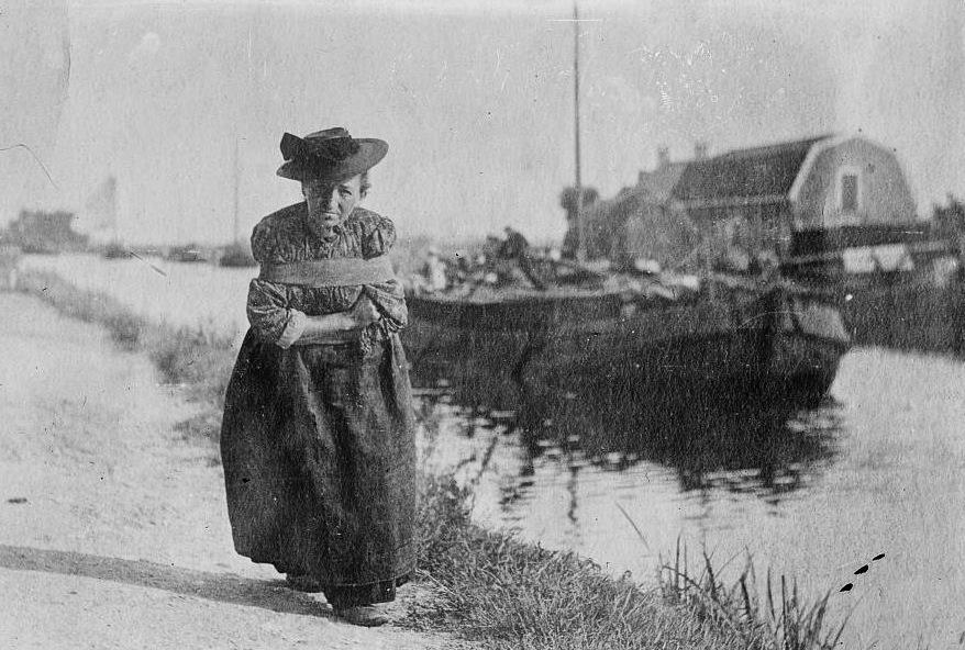 Кто такие русские бурлаки, сколько им платили, были ли среди них женщины и почему профессия исчезла только в начале 20 века, когда уже вовсю были пароходы