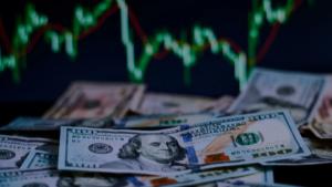 От чего зависит курс американского доллара?