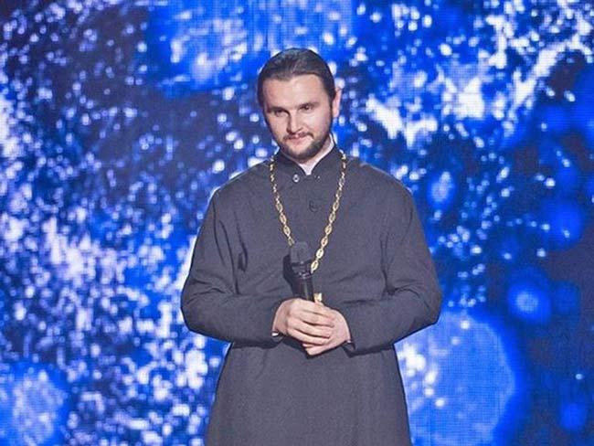 В шоу «Голос» победил священник. Вы только послушайте его исполнение!
