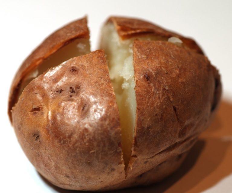 Рецепт самой вкусной картошки в духовке!