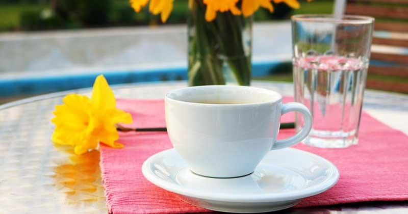 Почему кофе надо запивать водой?