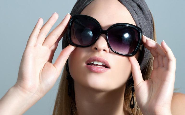 Оказывается дешевые солнцезащитные очки можно превратить в красивый аксессуар и продемонстрировать свой индивидуальный стиль